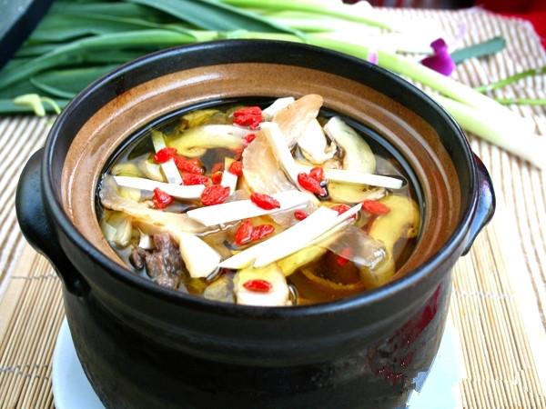 天麻炖鸡汤