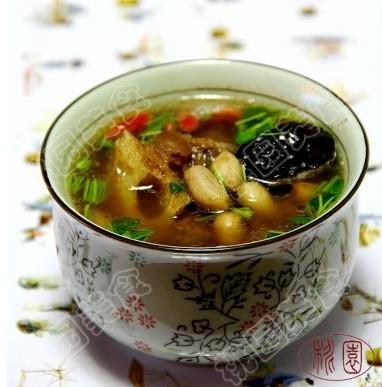 花生杜仲牛尾汤