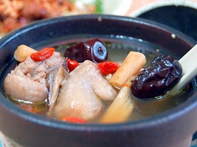 黄精淮山杞子兔肉汤
