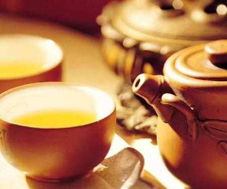 夏季解暑别乱喝凉茶 当心中毒