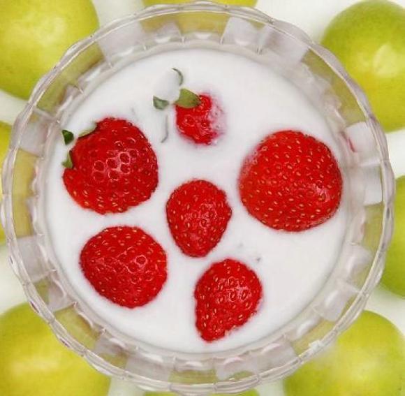 喝酸奶的注意事项 别和腊肉香肠一起食用