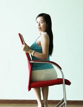 办公室瑜伽,让椅子帮您缓解工作疲劳