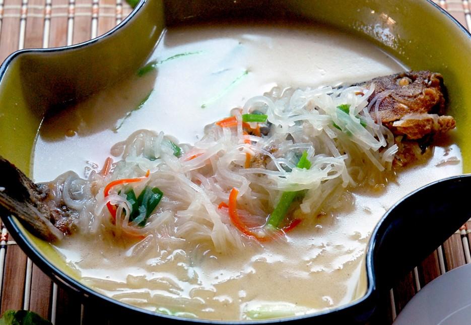 秋季养生汤:萝卜丝鲫鱼汤 补气血,温脾胃
