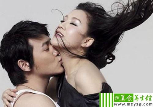 男女间最诱人的暧昧暗示(6)