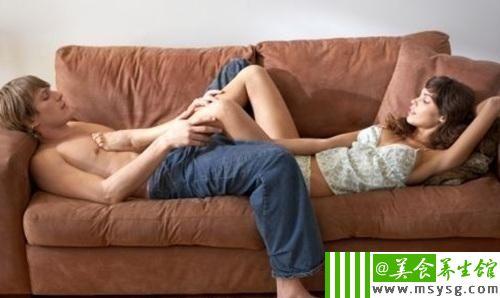 男人喜欢偷看女人的内裤是什么心理(4)